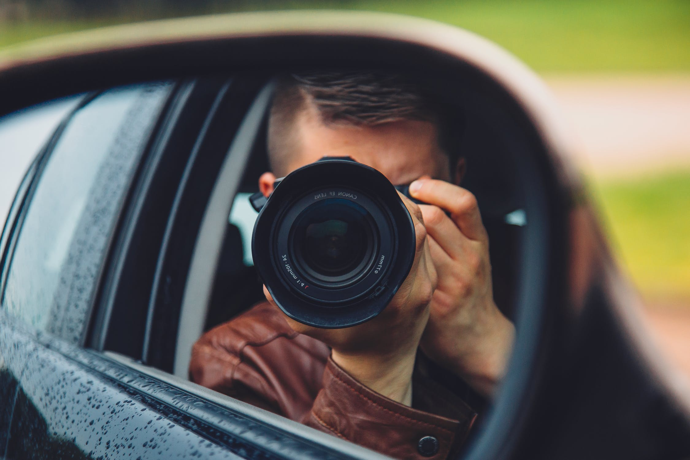 man-hand-camera-car-9637